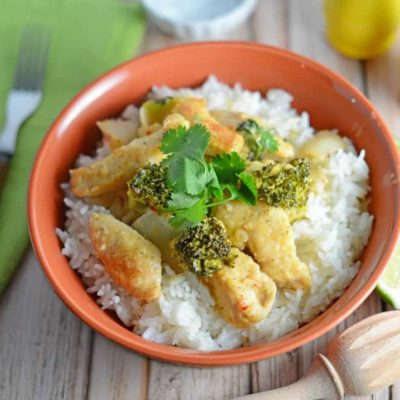 Thai Coconut Chicken is a easy dinner recipe made with coconut milk, broccoli, ginger and more flavorful spices. Dinner is ready in just 20 minutes! #thaichicken #30minutemeals #easychickenrecipes www.savoryexperiments.com