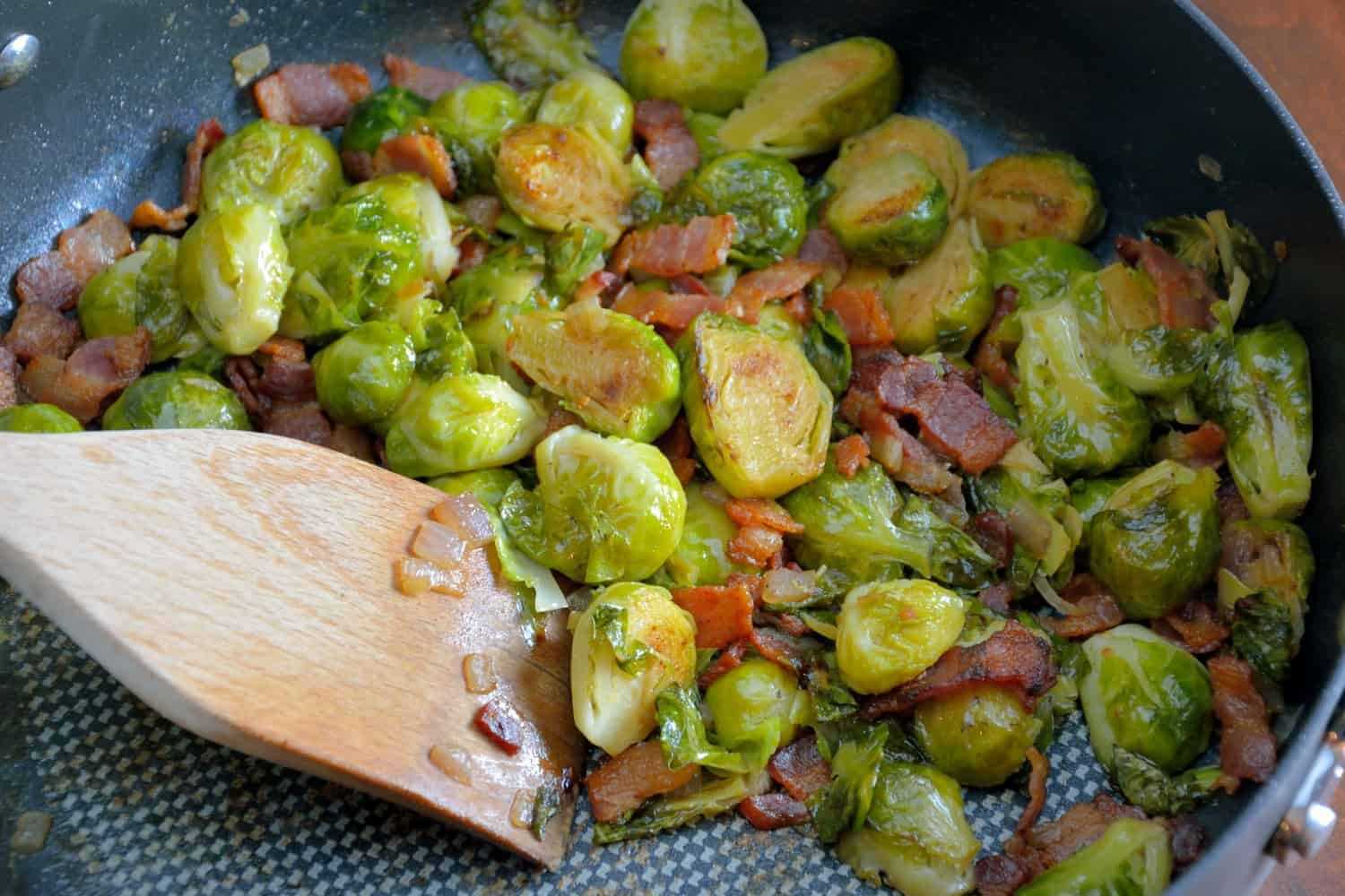 Brussels Sprouts with Bacon Recipe - Think you don't like brussels sprouts? This Brussel sprouts recipe will change your mind!! BEST brussels sprouts ever! Great dinner side dish! www.savoryexperiments.com