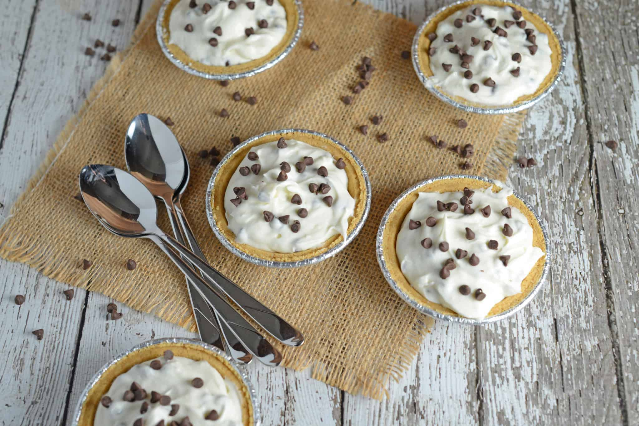 No-Cake Mini Chocolate Chip Cheesecake - an easy and refreshing summer time no cook dessert recipe. Add mini chocolate chips or any crushed candy you enjoy. www.savoryexperiments.com