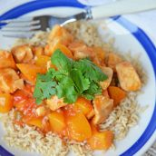 Peach Chicken Picante is a quick dinner recipe using chicken, peaches and salsa! This delicious flavor combination will give you a sweet and spicy dish! #chickenbreastrecipes #easychickenrecipes #healthychickenrecipes www.savoryexperiments.com