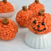 Peanut Butter Rice Krispie Treat Pumpkins are perfect for any fall gathering or cute Halloween treat. Ready in only 20 minutes, everyone will love them! #halloweendesserts #peanutbutterricekrispietreats www.savoryexperiments.com