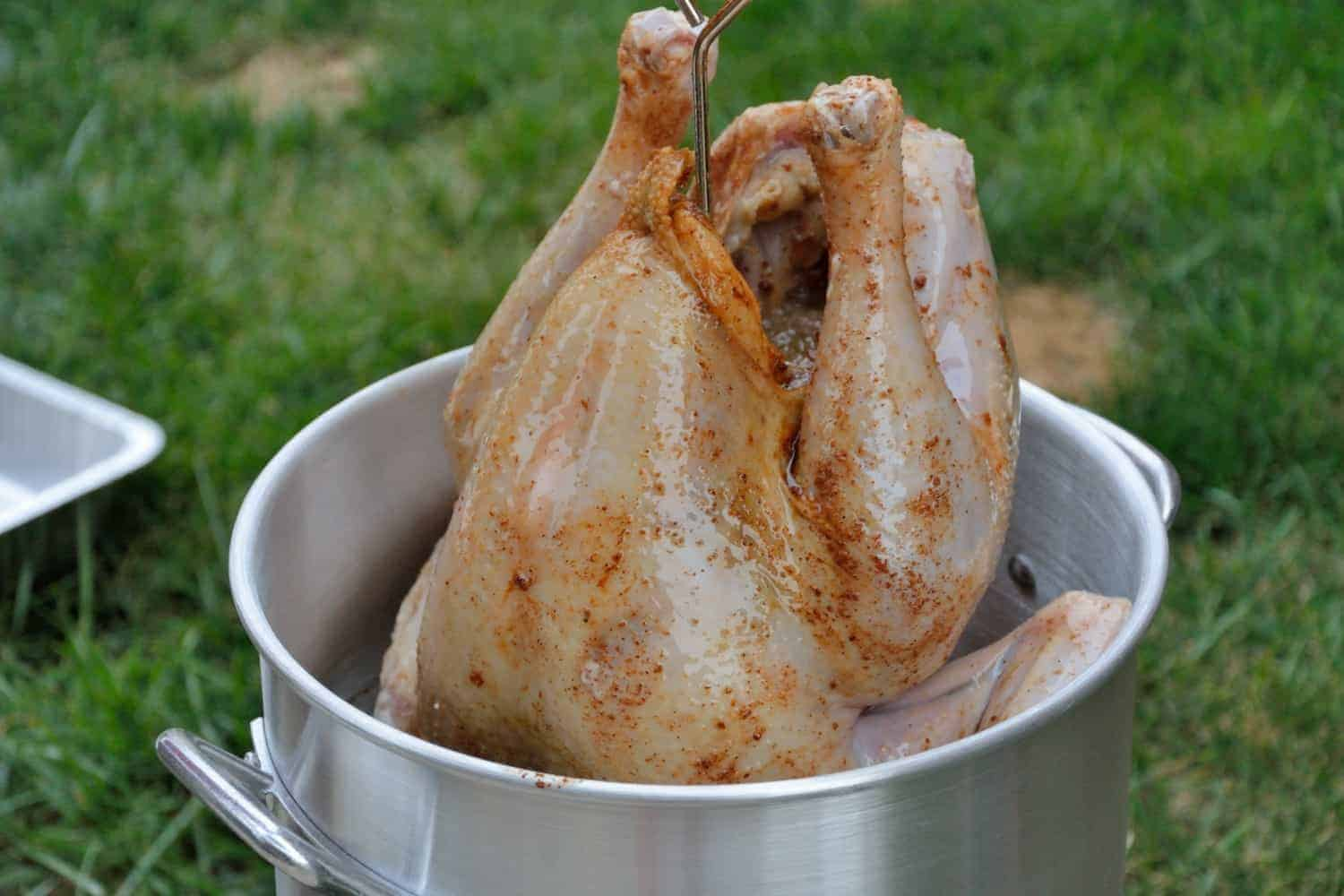 How to Fry a Turkey Step-by-Step Fried Turkey Recipe - Have you ever wondered how to fry a turkey? Here are easy step-by-step instructions that can be used with any fried turkey recipe.  #howtofryaturkey