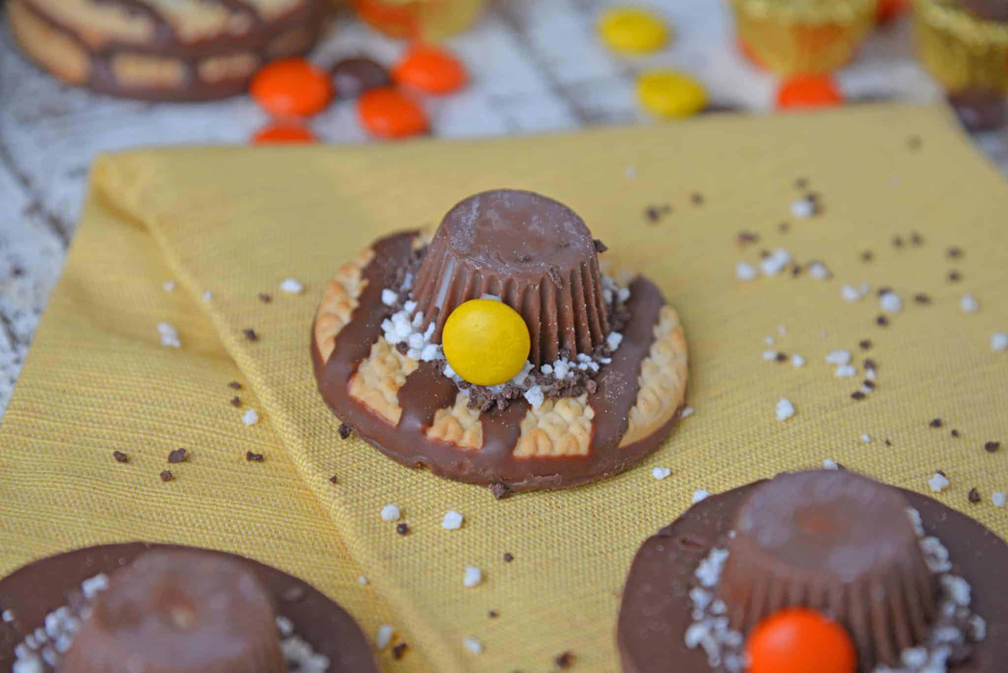 No-bake Pilgrim Hat Cookies are a cute activity for kids and the perfect Thanksgiving dessert. They require no baking and only 4 ingredients! #thanksgivingcookies #pilgrimhats www.savoryexperiments.com