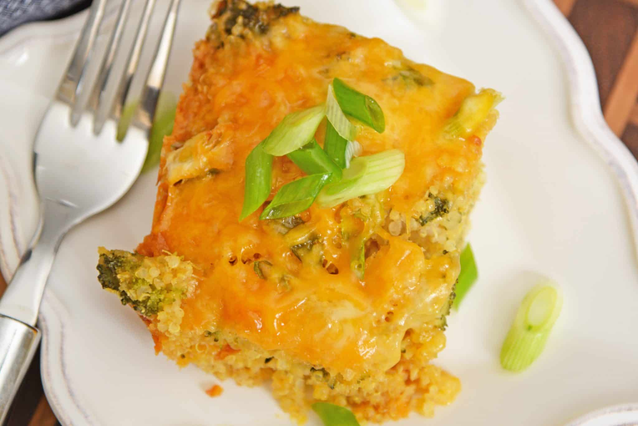 Broccoli Cheddar Quinoa Casserole is an easy quinoa recipe that uses broccoli, cheddar, and of course quinoa! Make this delicious quinoa recipe today! #quinoarecipes #whatisquinoa? #quinoasidedishrecipes www.savoryexperiments.com