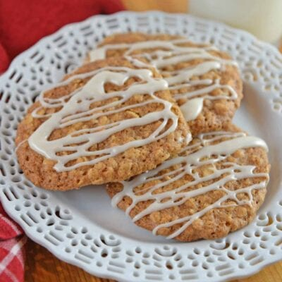 Maple Iced Oatmeal Cookies take your traditional oatmeal cookies and turn them up a notch by adding a delicious maple glaze! #chewyoatmealcookies #softoatmealcookies www.savoryexperiments.com
