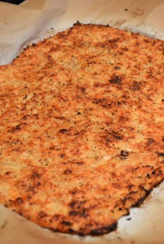 This Parmesan Cauliflower Pizza Crust is the secret to getting a perfectly crispy no-carb cauliflower crust! A healthy alternative to the usual pizza crust! #cauliflowerpizzacrust #lowcarbpizza #healthypizzacrust www.savoryexperiments.com