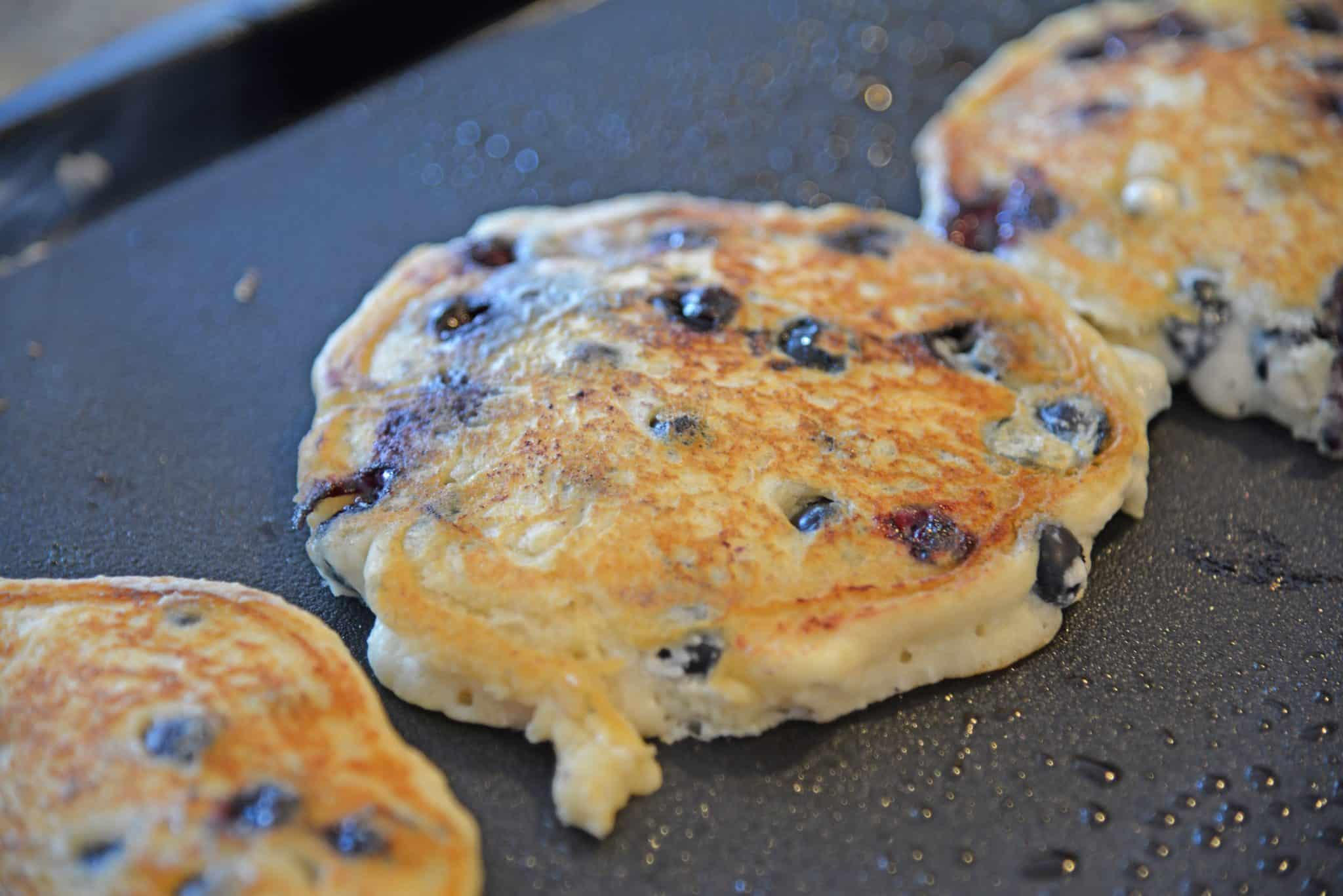 Blueberry Lemon Ricotta Pancakes! Make these easy blueberry pancakes with ricotta. Ricotta hotcakes are super fluffy pancakes. Best pancakes from scratch! #lemonricottapancakes #bestblueberrypancakes www.savoryexperiments.com