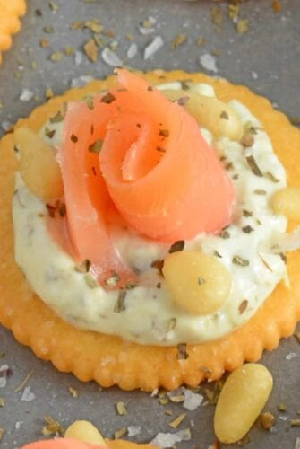 Smoked Salmon Pesto Crackers are easy no-cook appetizers perfect for any potluck, party or afternoon snack. They are also healthy!