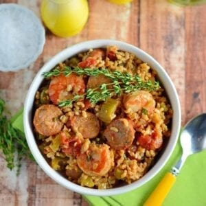 Healthy Jambalaya Recipe- you won't believe how easy this jambalaya recipe is! Throw out the box mix and make your own in under an hour with whole, healthy ingredients. www.savoryexperiments.com