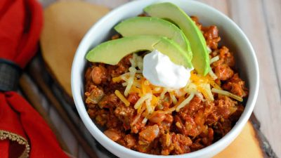This Simple Chili only takes 30 minutes to throw together and will leave you wanting more. Lean beef, a blend of beans and spices, plus tomatoes and peppers make this packed with healthy ingredients. #simplechili #homemadechili #easychilirecipe www.savoryexperiments.com