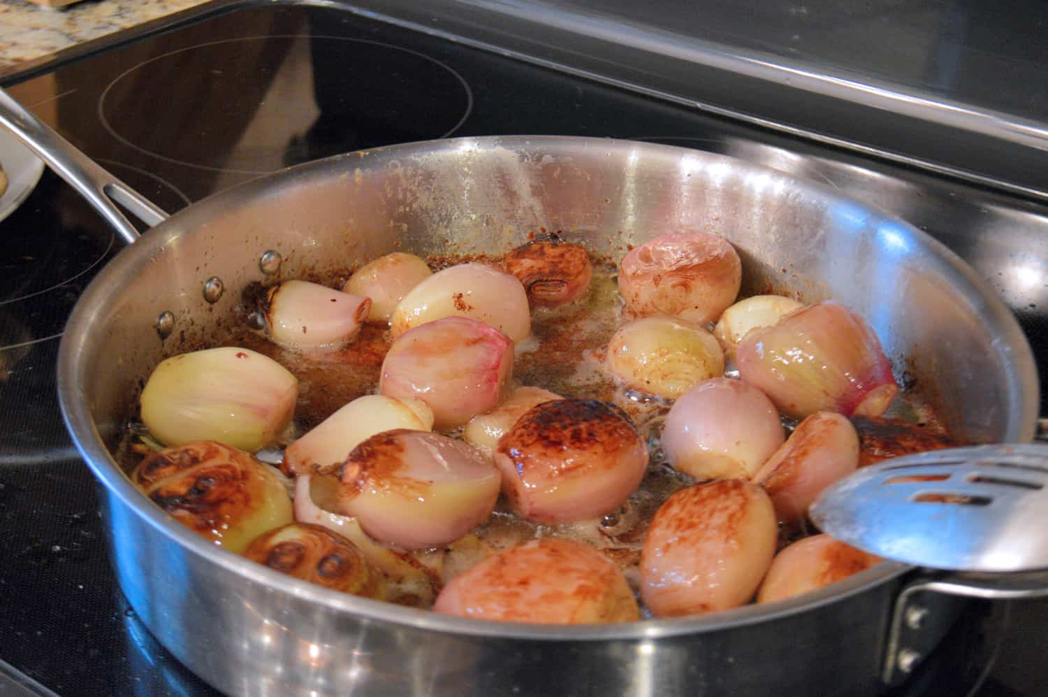 The New York Times' Chicken with Shallots recipe pairs chicken thighs with caramelized shallots in a rich, delicious sauce. It is 100% crowd pleaser! #nytchickenwithshallots #chickenwithshallots #easychickenrecipe www.savoryexperiments.com