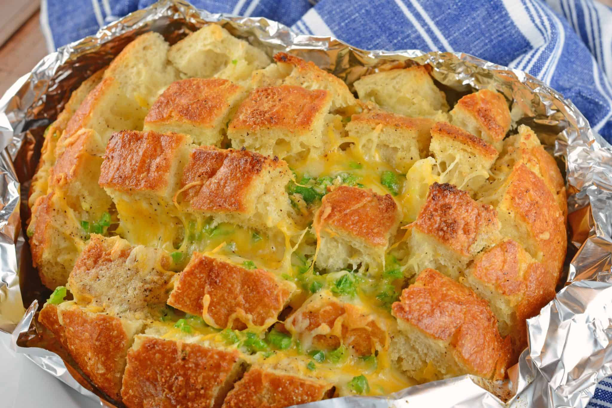 Jalapeno Popper Pull Apart Bread is spicy, cheesy, and perfect for any occasion. Use it as an appetizer, side dish or a snack! #jalapenopopperpullapartbread #jalapenopopper #cheesybread www.savoryexperiments.com