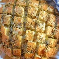 Pull Apart Cheesy Garlic Bread is a garlic bread recipe takento new heights with cheese. It will be your new favorite go-to side.#pullapartcheesygarlicbread #garlicbread #pullapartbread www.savoryexperiments.com