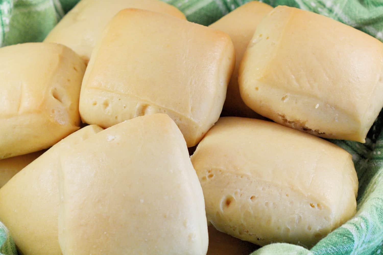 Texas Roadhouse Rolls- Copy cat recipe of the beloved honey rolls made at home! #dinnerrolls #bread www.savoryexperiments.com