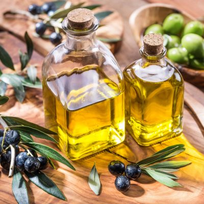 Wonder how to make infused olive oil? Here are easy steps for homemade infused olive oil! Perfect for dipping bread or giving as a homemade gift.#howtomakeinfusedoliveoil #infusedoliveoil www.savoryexperiments.com