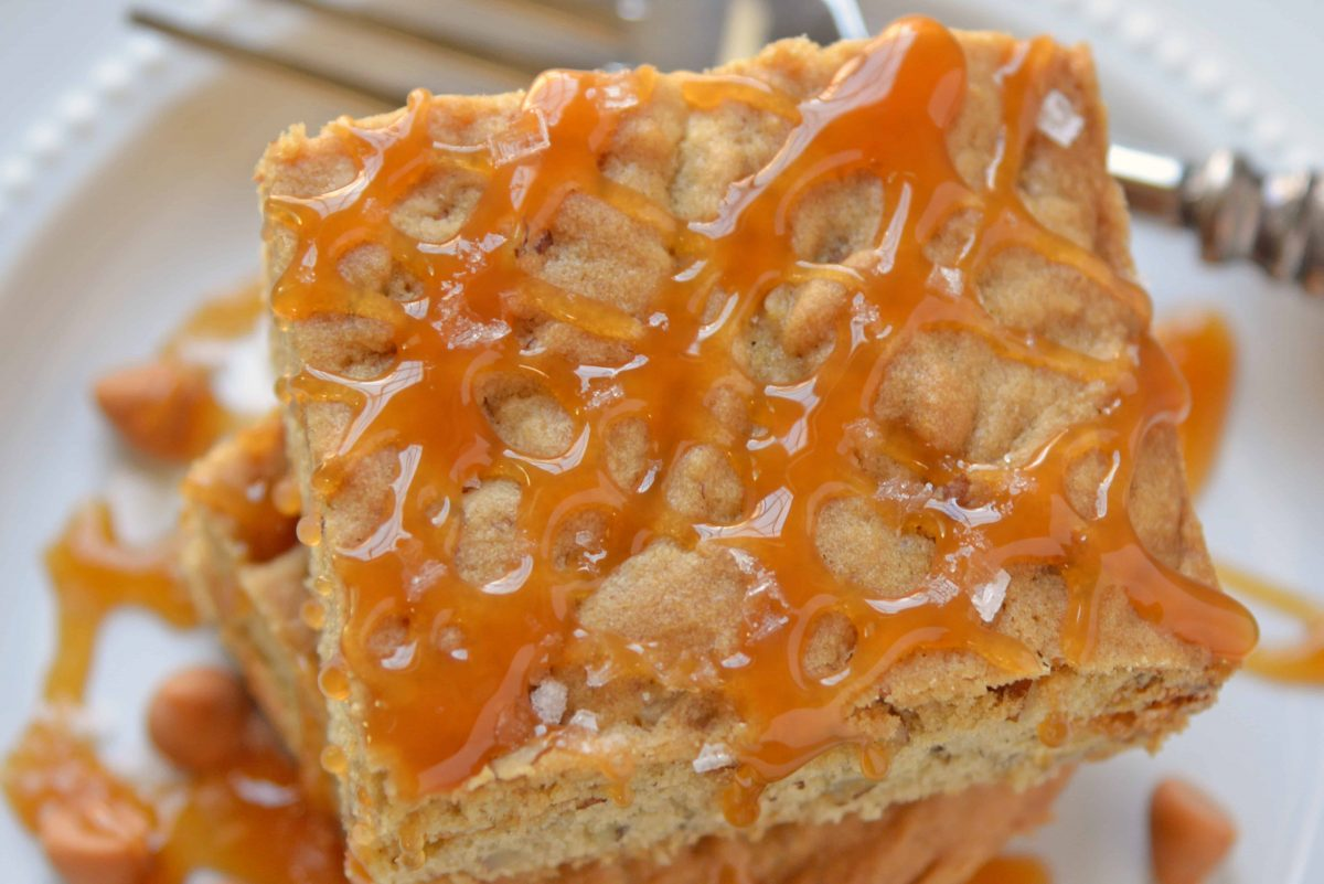 Soft Butterscotch Blondies are soft brown butter brownies loaded with butterscotch chips and drizzled with salted caramel sauce. #brownbutterbrownies #butterscotchbrownies www.savoryexperiments.com