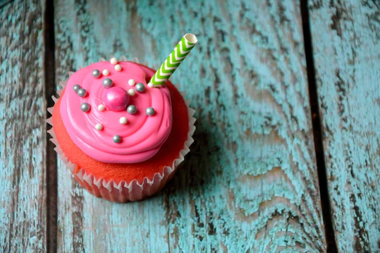 Pink Lemonade Cupcakes are a quick, cute but super simple treat to tote along to backyard BBQ's and spring work pot lucks. | #pinklemonadecupcakes | www.savoryexperiments.com
