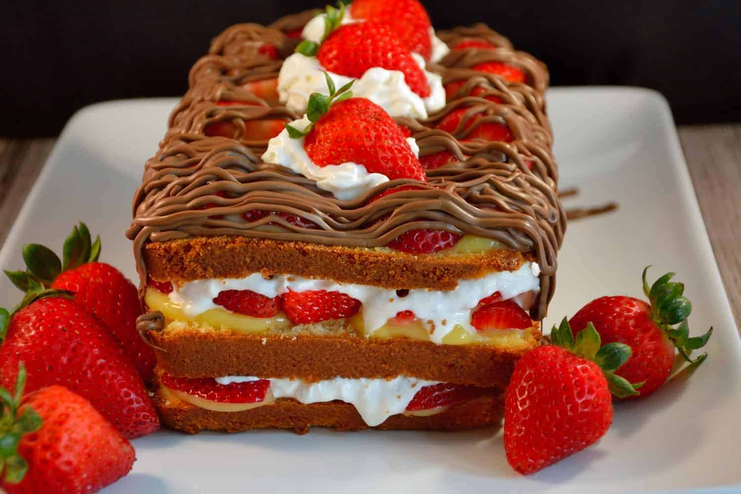 No-Bake Strawberry & Chocolate Cake Recipe- Layer after layer of ...