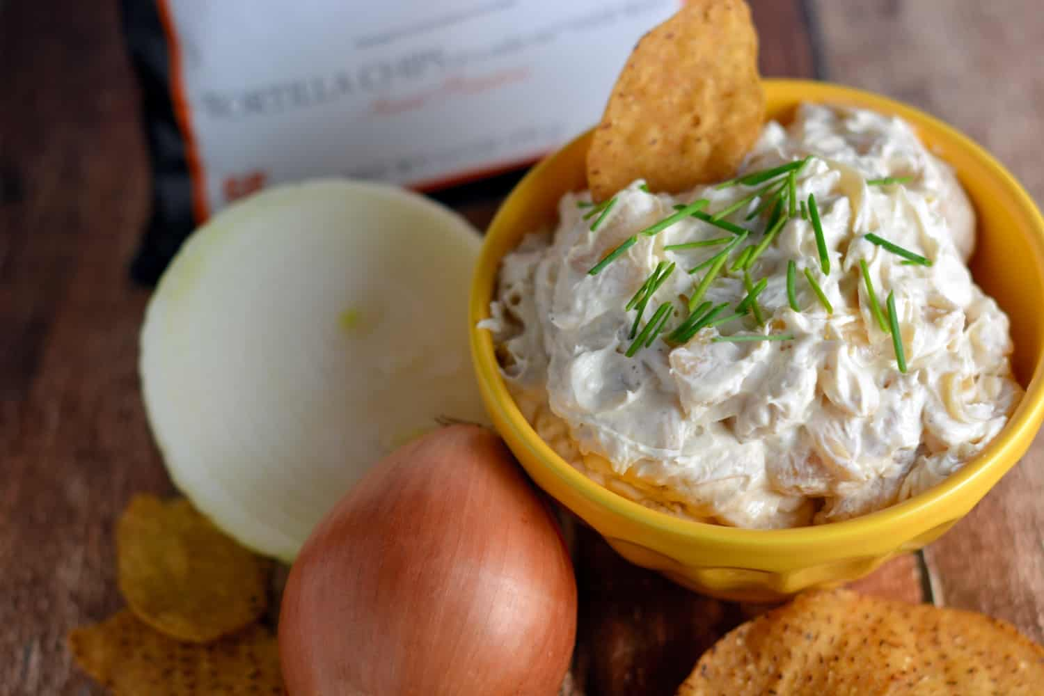 Caramelized Onion and Garlic Dip Recipe- Sweet and savory at the same time, Caramelized Onion and Garlic Dip is the perfect appetizer to bring to your holiday party!