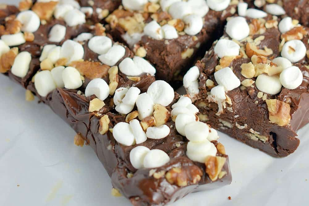 10-Minute Rocky Road Fudge- Microwave fudge made with just 5 ingredients!