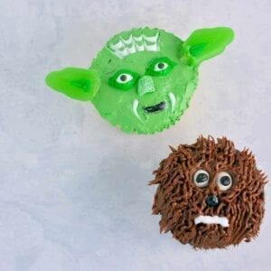 Yoda and Chewie Cupcake Tutorial- Super easy Star Wars Yoda and Chewie cupcakes. If I can make them, so can you! May the force be with you.