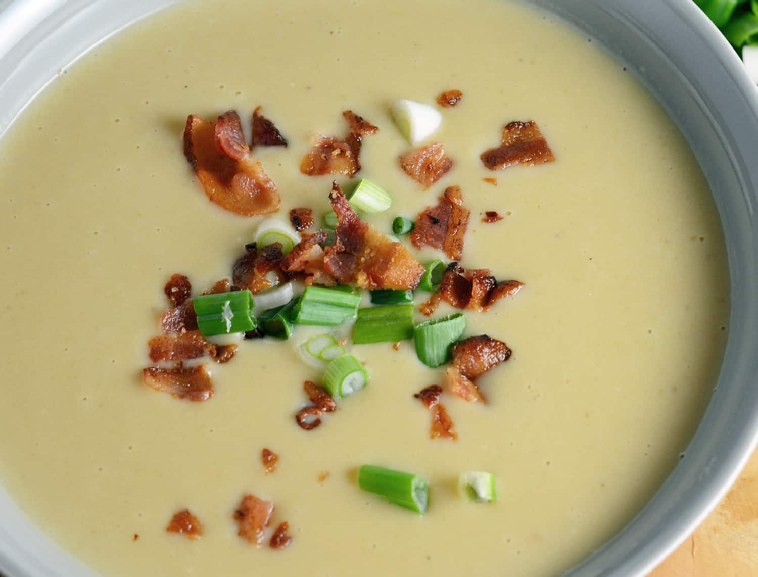 Creamy Leek and Potato Soup Recipe- great make ahead soup recipe that warms the soul. French leek and potato soup topped with sliced scallions, crumbled bacon and Maldon sea salt. #potatosoup #creamysoups www.savoryexperiments.com