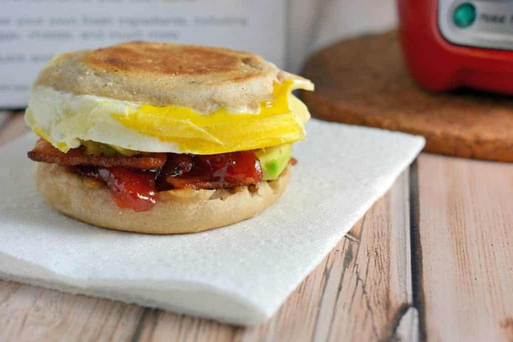The best breakfast idea: breakfast sandwiches! I always have trouble finding breakfast recipes, but this one is SO tasty and only takes 5 minutes. Better than frozen breakfast sandwiches! www.savoryexperiments.com