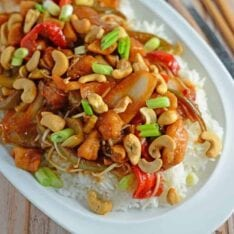 """Crockpot Cashew Chicken Recipe- better than take-out, this cashew chicken recipe is one of the best crock pot meals you will ever taste! I added this to my """"best slow cooker recipes"""" file. Tasty Asian sauce with loads of vegetables. www.savoryexperiments.com"""