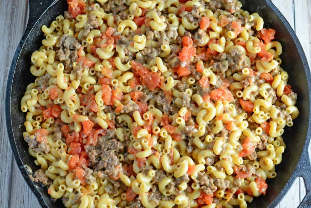 Homemade Hamburger Helper Recipes- a great hamburger meat recipe the whole family will enjoy! A one-dish meal with lean ground beef, cheddar cheese, seasonings and tomatoes all ready in 20-minutes! www.savoryexperiments.com