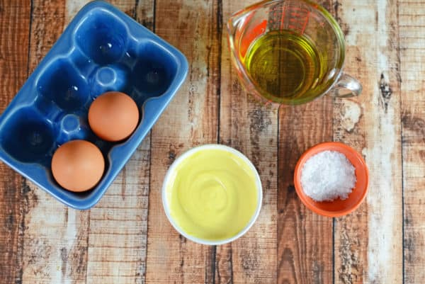 Blender Mayonnaise Recipe - Make mayonnaise in your blender in just 3 minutes! No additives or preservatives, use your favorite type of oil and control the salt. Use it in salad dressings, aioli and any recipe that calls for mayo! www.savoryexperiments.com