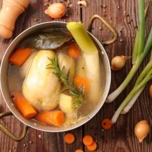 This is an easy step-by-step guide on how to make stock at home! Follow these simple tips on making homemade stock to take out the guesswork! #howtomakestock #howtomakechickenstock #homemadestock www.savoryexperiments.com