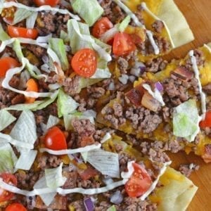 What happens when you take two favorites and mash them together? The best pizza ever! Cheeseburger Pizza! #homemadepizza #cheeseburgerpizza www.savoryexperiments.com