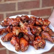 These 3-pepper smoked hickory wings are an easy grilling recipe that whole family will love. Spicy and sweet, they only take a few minutes to prepare and 30 minutes to grill!