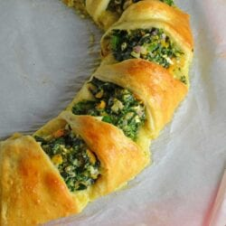 Spinach Crescent Ring is an easy brunch idea or appetizer recipe using spinach, bell pepper, onion, herbs and cheese. It is a hit at all of my parties!
