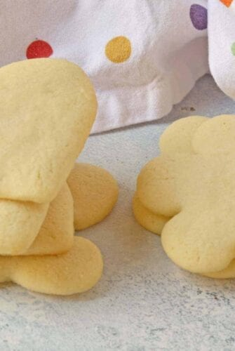 The best sugar cookie dough recipe for Sugar Cookie Cutouts out there! Won't lose shape when baked, great flavor and easy to make and roll out! #sugarcookiedough #sugarcookiecutoutrecipe #sugarcookierecipe www.savoryexperiments.com