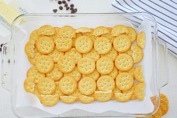 saltine crackers in a baking dish