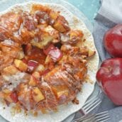 Apple Monkey Bread is an easy monkey bread with canned biscuits and fresh apples. A winning brunch and breakfast recipe for special occasions.#monkeybreadrecipe #easymonkeybread www.savoryexperiments.com
