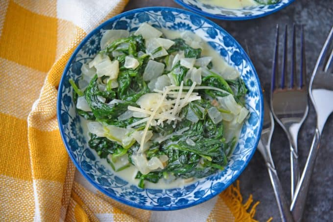If you are wondering how to make creamed spinach, look no further! This easy creamed spinach recipe makes the perfect side dish to any meal. #creamedspinachrecipe #easycreamedspinach www.savoryexperiments.com