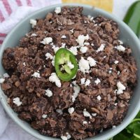 These homemade refried black beans are simple and easy to make and so versatile! Serve as a dip, on tacos, burritos or nachos or as a side to any dish! #homemaderefriedbeans #howtomakerefriedbeans #refriedblackbeans www.savoryexperiments.com