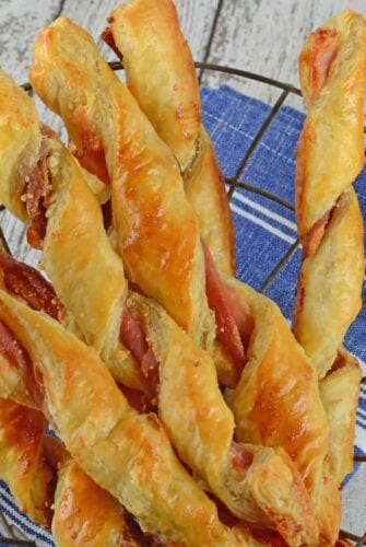 Prosciutto Parmesan Cheese Straws are made with just a few ingredients and 10 minutes in the oven! An easy appetizer for all occasions. #cheesestraws #puffpastrybreadsticks www.savoryexperiments.com