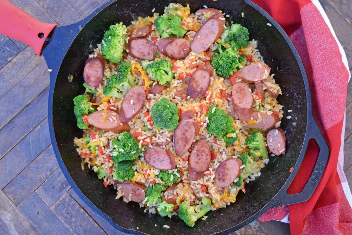 Cheesy rice and broccoli in a skillet - quick and easy meals