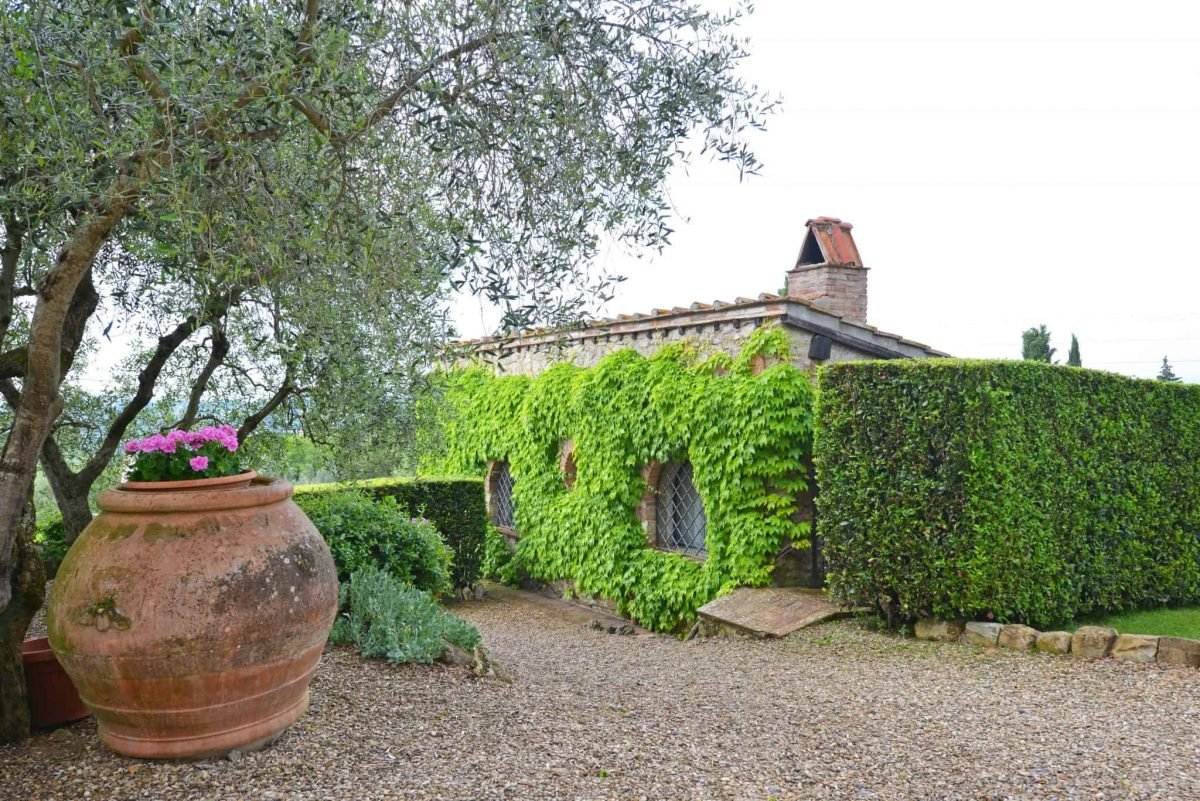 Planning your trip to Tuscany should include a visit to La Presura, a quaint location in Strada in Chianti. The perfect getaway from the bustle of Florence.#chianti #visittuscany www.savoryexperiments.com