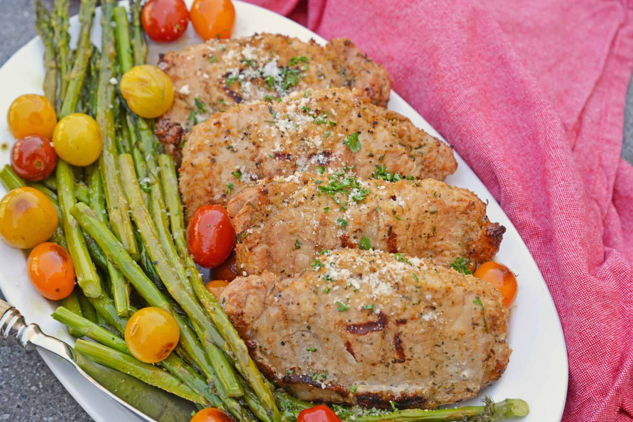 Grilled pork chops with green beans and tomatoes
