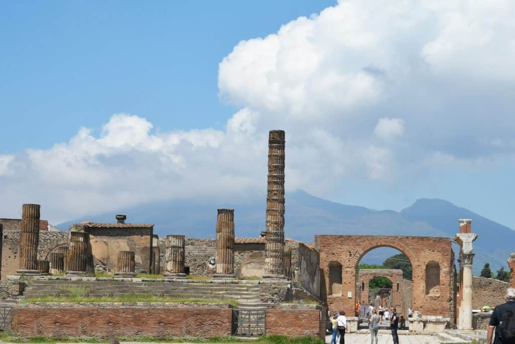 Tips for planning your Visit to Pompeii, the archeological site on the outskirts of Naples at the base of Mount Vesuvius.#pompeii www.savoryexperiments.com
