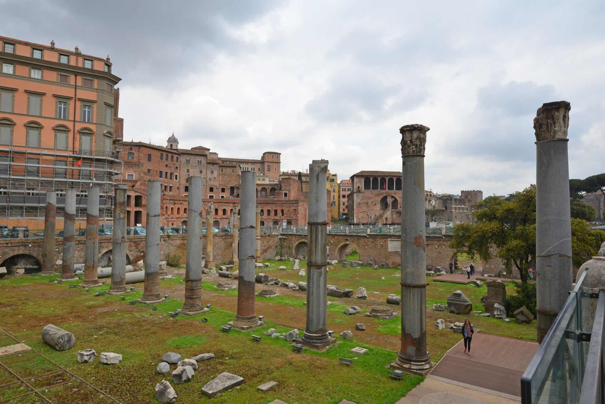 Day 3 of your Rome walk tour covers the Colosseum, Roman Forum, PalatineHill, Arch of Constantine. Walk with the gladiators!