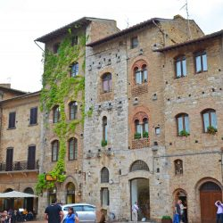 San Gimignano, a medieval town in Tuscany, is perfect for a day trip from Florence or Rome. Intimate with fabulous food, views and gelato, it is the quintessential Italian village. #SanGimignano #tuscany www.savoryexperiments.com