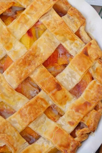 Southern Peach Pie a traditional peach pie using fresh peaches baked in a flaky, buttery lattice crust. #southernpeachpie #peachpie www.savoryexerperiments.com