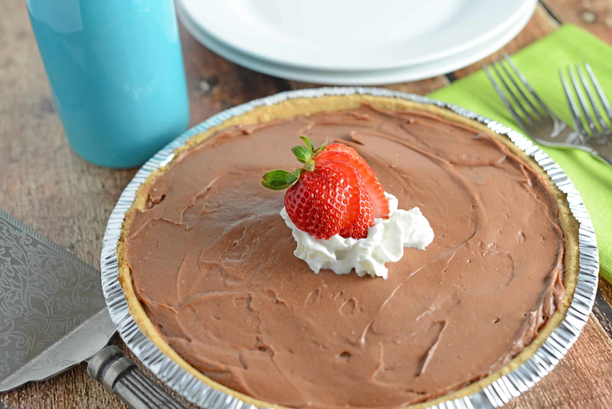 No bake chocolate cheesecake in a pie tin