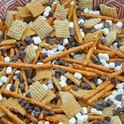S'mores Trail Mix uses just 5 ingredient to make a sweet, salty and crunchy snack that is perfect for on-the-go and anytime of day! #trailmixrecipes #smoresrecipes www.savoryexperiments.com