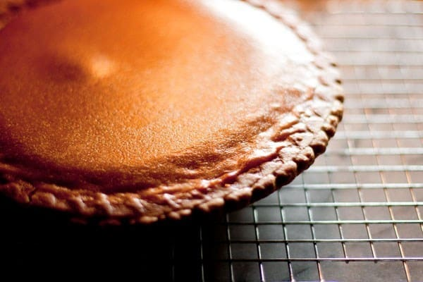 Side view of whole pumpkin pie